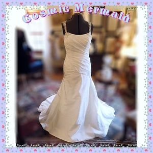 Dresses & Skirts - 🎊SALE⭐️BRIDAL GOWN LIGHT GOLD LACE ACCENTS⭐️